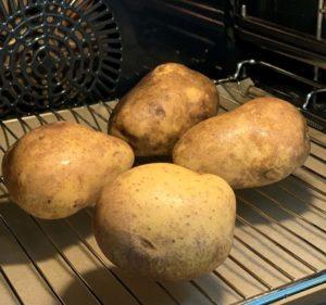 Kartoffeln für Baked Potato im Backofen
