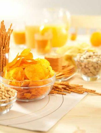 Salzige Snacks und Popcorn