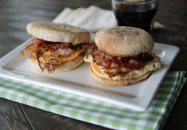 Rezept für Egg Mc Muffins / Frühstücksburger