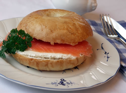 Bagel with Lox (Bagel mit Räucherlachs)