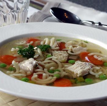 Rezept für Chicken Noodle Soup - Hühnersuppe mit Nudeln