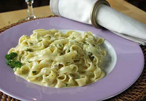 Fettucine Alfredo Blue (Pasta mit Käsesauce)