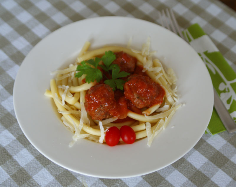 spaghetti with meatballs spaghetti mit hackb llchen usa kulinarisch. Black Bedroom Furniture Sets. Home Design Ideas