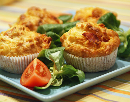 salzige Käse Muffins mit Rotwein