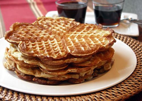 Cornmeal Yeast Waffles (Hefe-Waffeln)