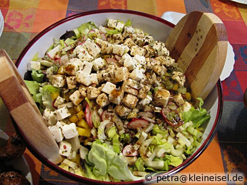 green salad with nuts and feta salat mit n ssen und feta usa kulinarisch. Black Bedroom Furniture Sets. Home Design Ideas