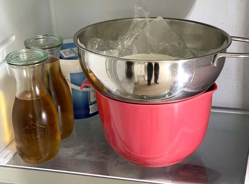 Joghurt abtropfen lassen für Eisbereitung