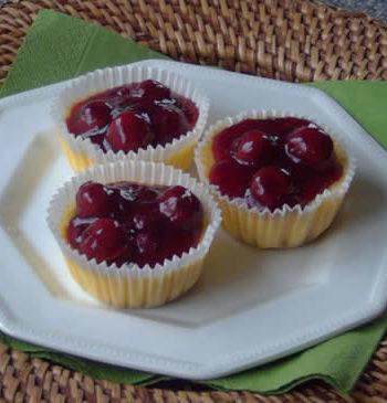 Mini Cheesecakes mit Kirschen