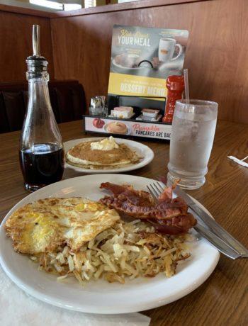 Amerikanisches Frühstück bei Dennys