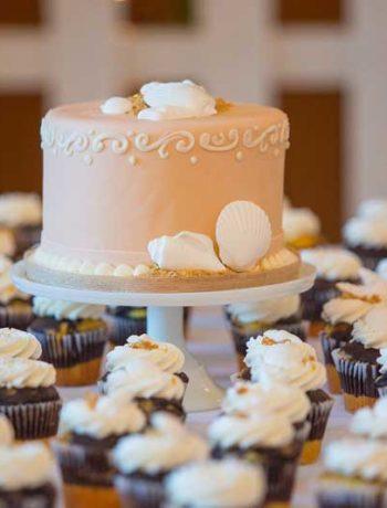 USA-Hochzeitstorte und Wedding Cupcakes