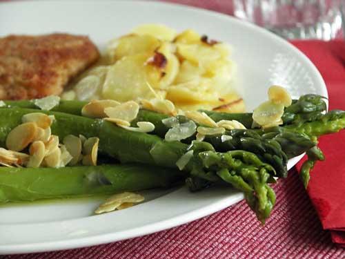 Asparagus Almondine (Grünspargel mit Mandeln)