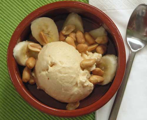 "Peanutbutter Ice-Cream ""Elvis"" (Erdnussbutter-Eis)"