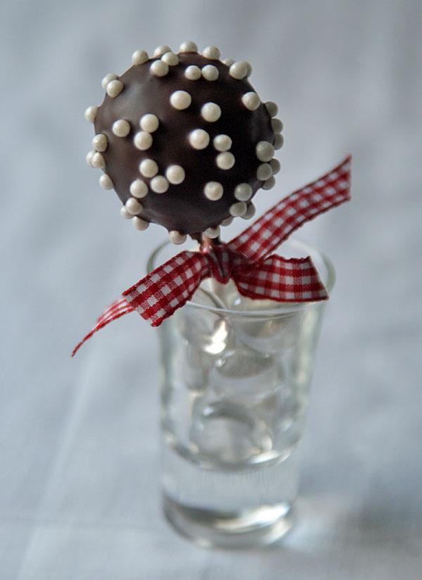 Chocolate Chocolate Cake Pops (Schoko-Cake-Pops)