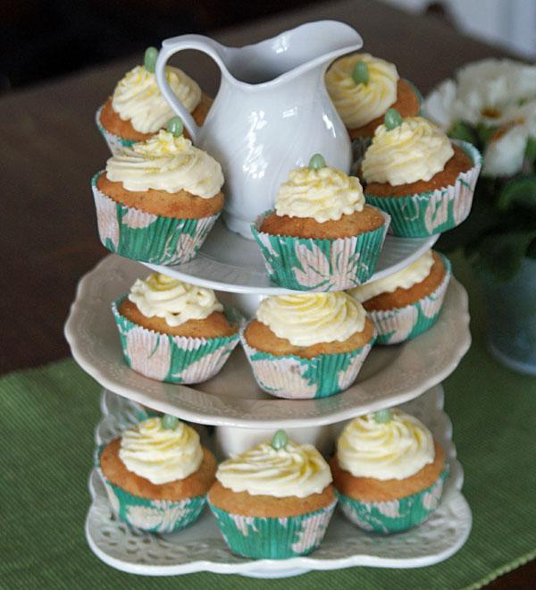 tipps und tricks cupcakes dekorieren pr sentieren. Black Bedroom Furniture Sets. Home Design Ideas