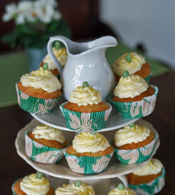 Rhubarb Cupcakes (Rhabarber-Cupcakes)