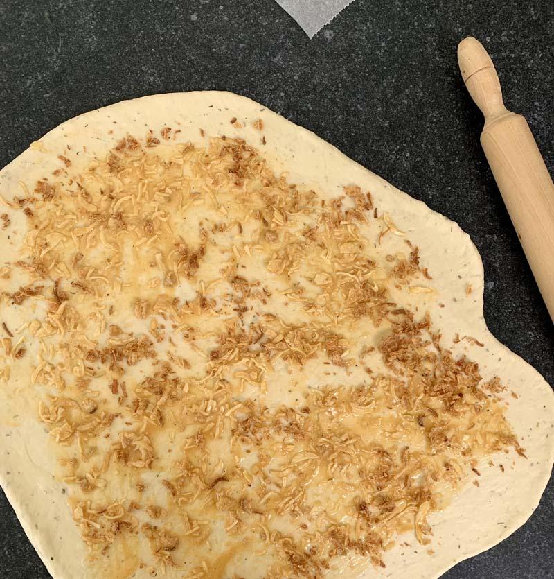 Zubereitung des Zwiebelbrotes