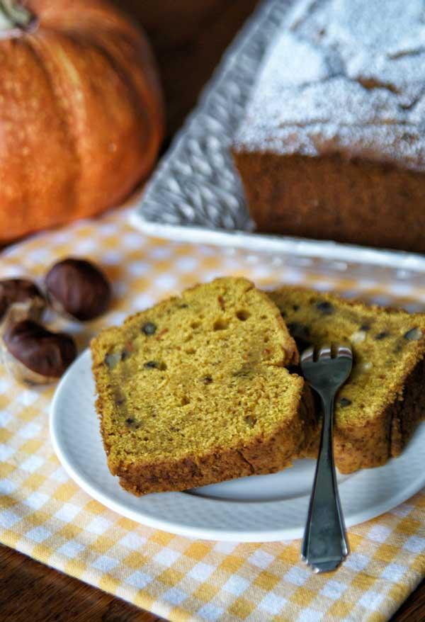 Pumpkin Bread with Nuts (Kürbiskuchen mit Nüssen)