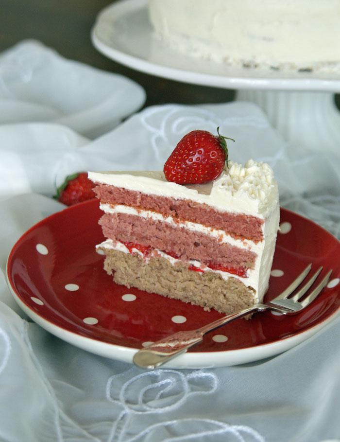 Strawberry Ombre Cake (Erdbeer-Schichttorte)