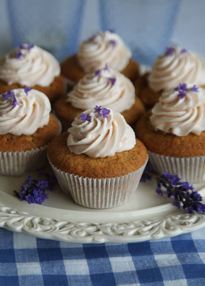 Lavender Cupcakes (Cupcakes mit Lavendelsahne)