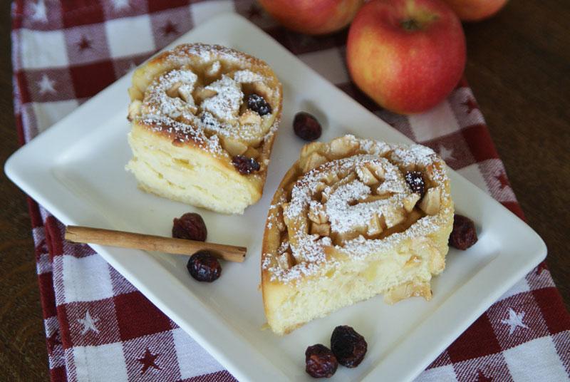 Apple Roll-ups (Apfelschnecken mit Cranberries und Mandeln)