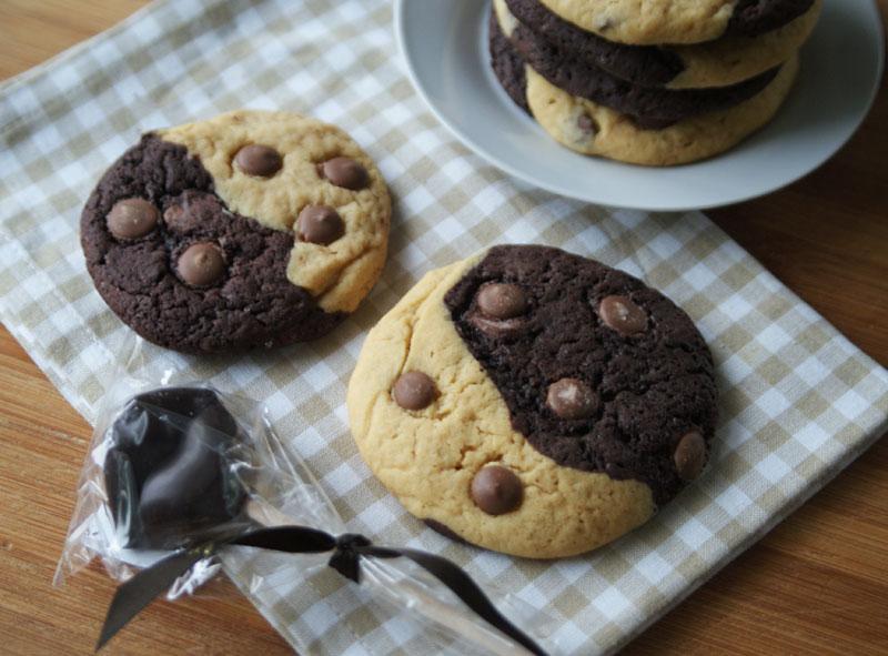 chewy peanut butter chocolate cookies erdnussbutter schoko kekse usa kulinarisch. Black Bedroom Furniture Sets. Home Design Ideas