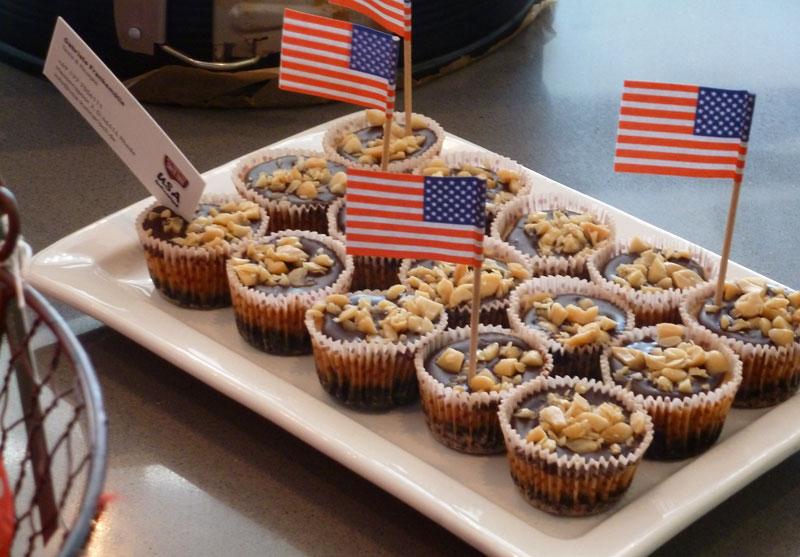 Mini Buckeye Cheesecakes (Erdnussbutter-Schoko-Käsekuchen)