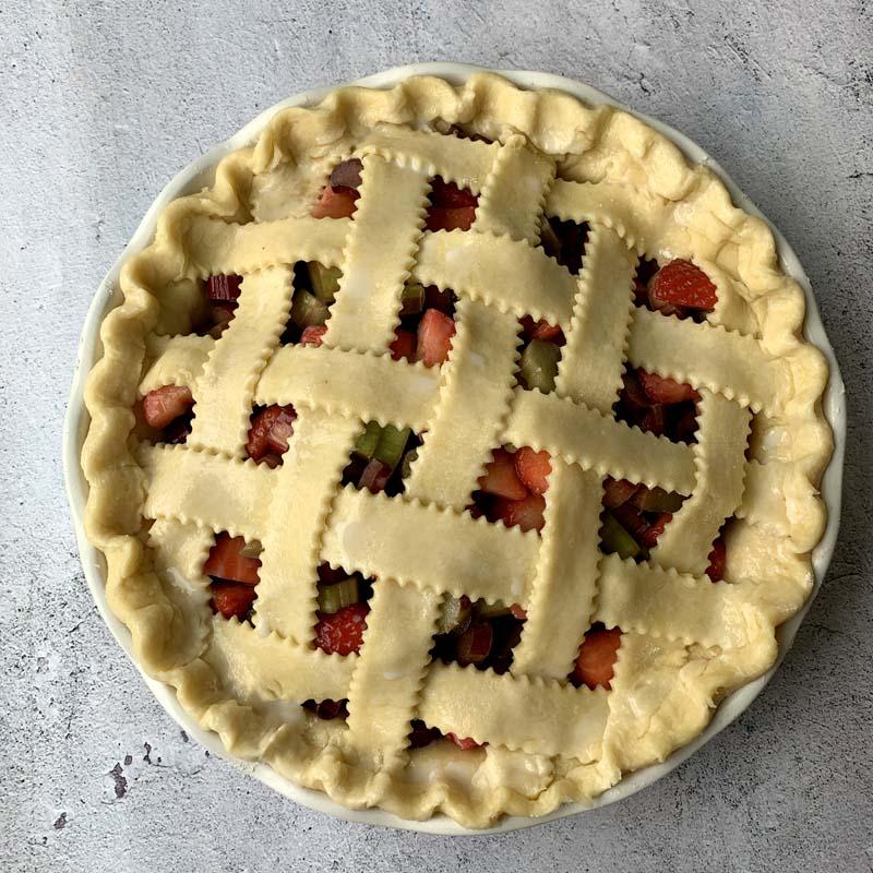 Ungebackener Rhabarber-Pie mit Teiggitter