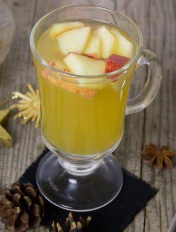 Winterpunsch mit Äpfeln