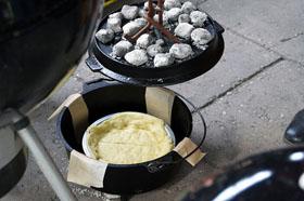 Pies backen im Dutch Oven
