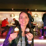 "Steva von ""Dailyobsessions"" probiert die Cupcakes"