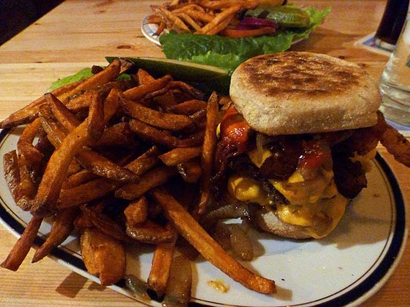 Burger bei The Bird Berlin