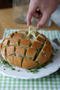 Crack Bread with Garlic and Cheese