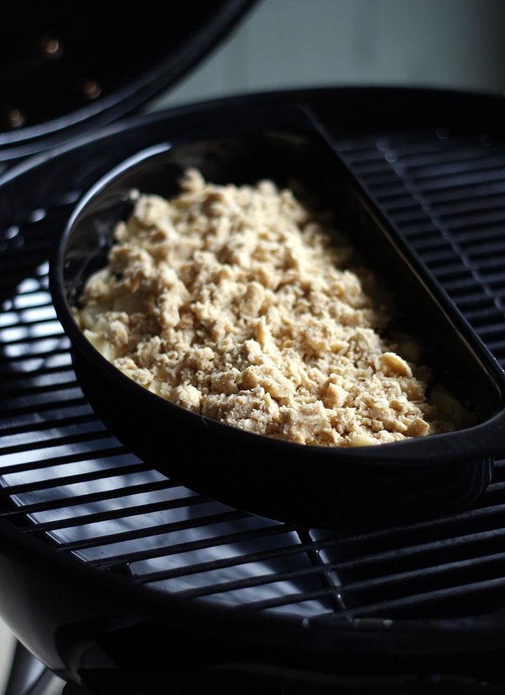 Crumble im Grill zubereitet