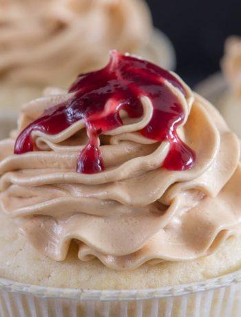 Peanut Butter and Jelly Cupcakes / Erdnussbutter-Gelee-Törtchen