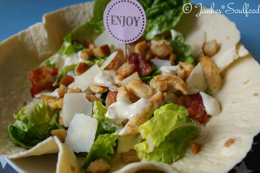 Caesar Salad auf Tortilla
