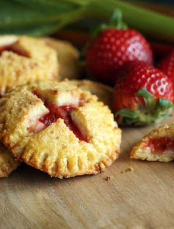 Fertige Rhubarb Hand Pies