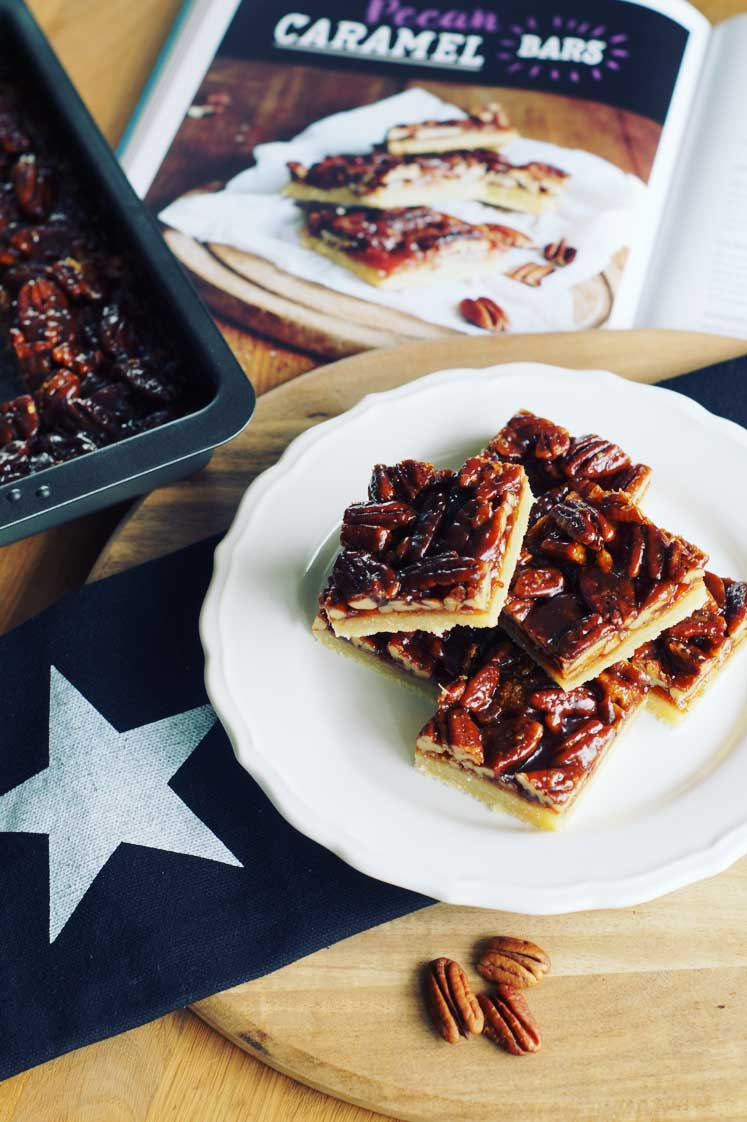 "Caramel Pecan Bars (aus ""Bake in the USA"")"