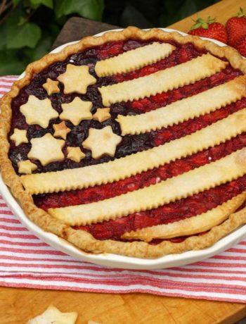 Workshop USA Flaggen Pie: Der fertige Erdbeerkuchen