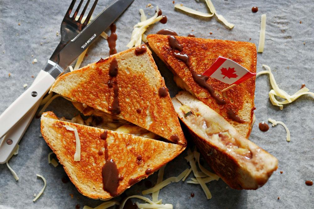 Poutine Grilled Cheese Sandwich von tellerabgeleckt