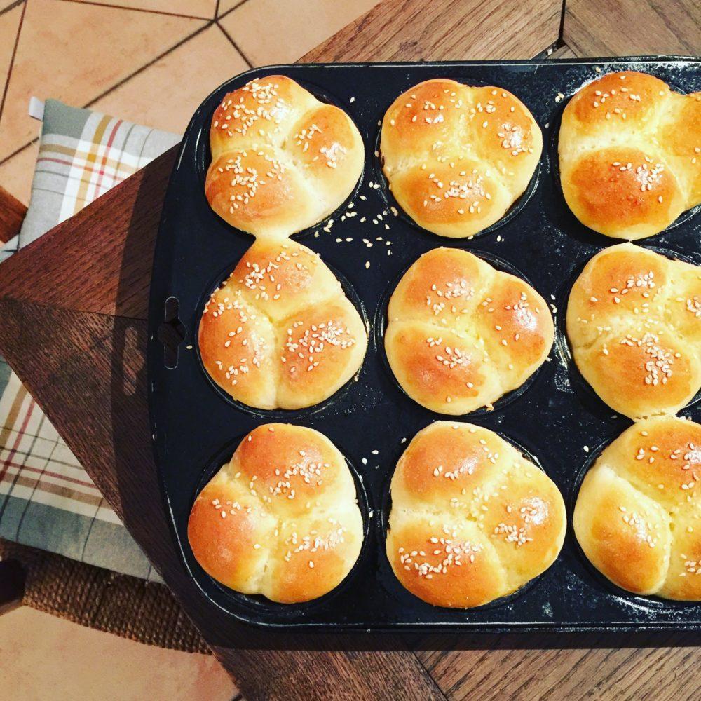 Buttermilk Cloverleaf Rolls - Buttermich-Kleeblatt-Brötchen