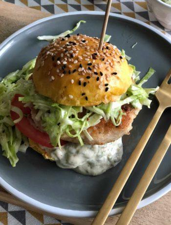 Salmon Burger - lachs-Burger mit Spitzkohlsalat