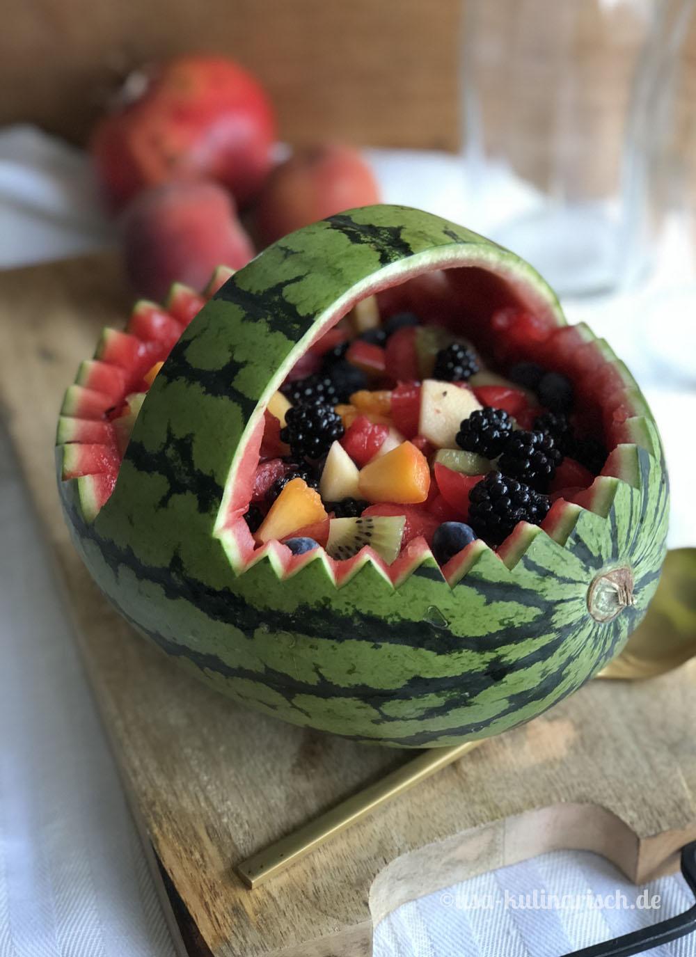 Wassermelonen-Korb schnitzen: Schritt 4