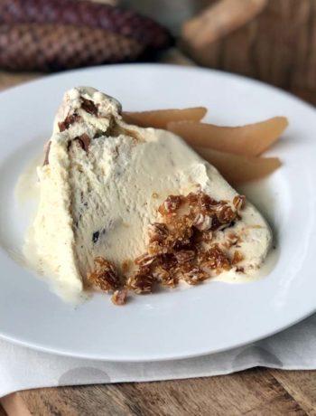 Rezept für Cookie Dough Ice Bomb mit Caramel und Nüssen