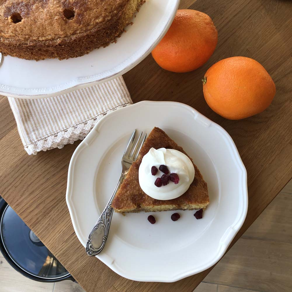 Orange and Pomegranate Cake (Orangen-Granatapfel-Kuchen)