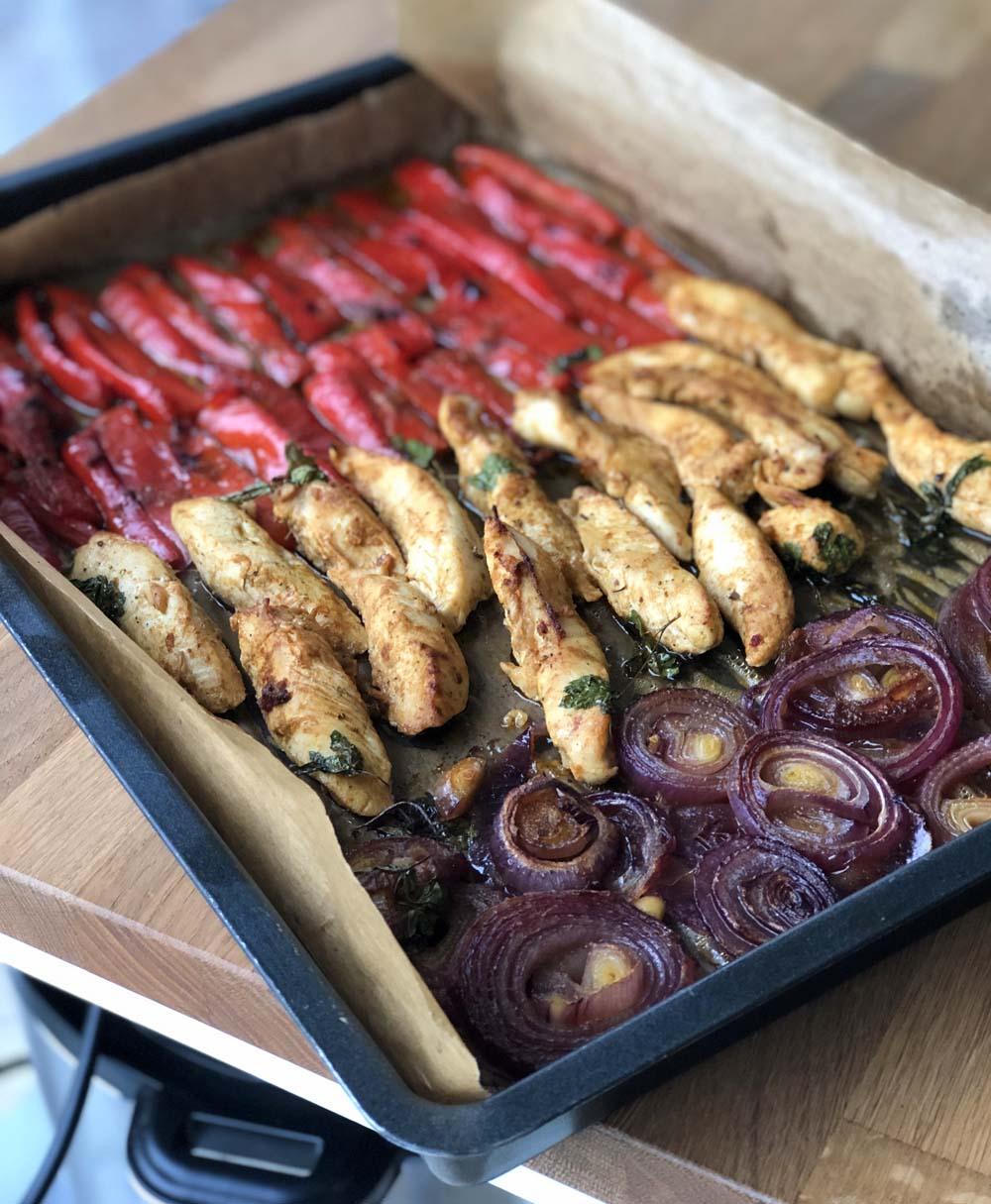 Fertig gegarte Gemüse udn Fleisch für die Fajitas