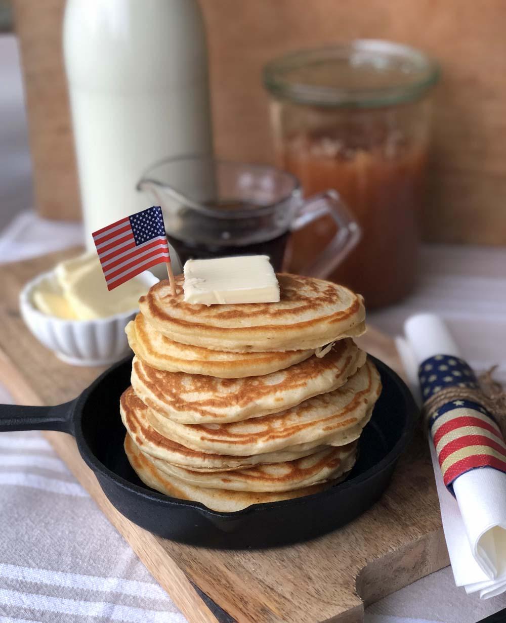 Pancake-Stapel zum USA-Frühstück