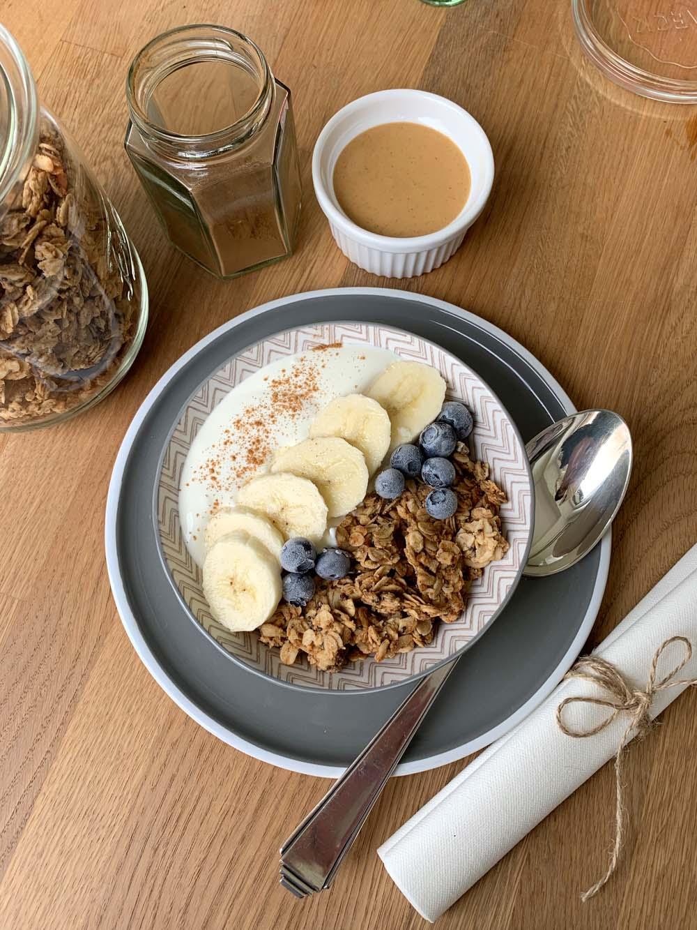 Healthy Peanut Butter Granola (Erdnussbuttermüsli)