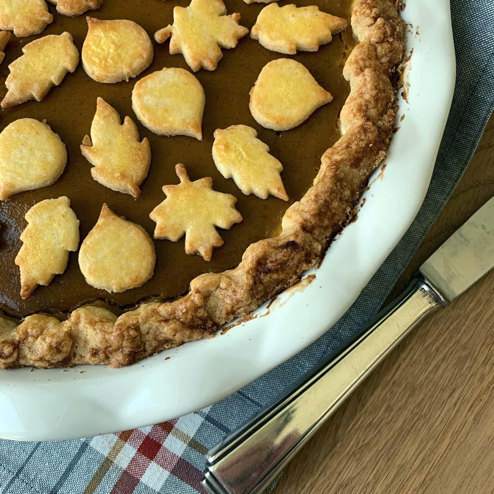 Pumkin Pie mit Verzieungen aus Teigblättern