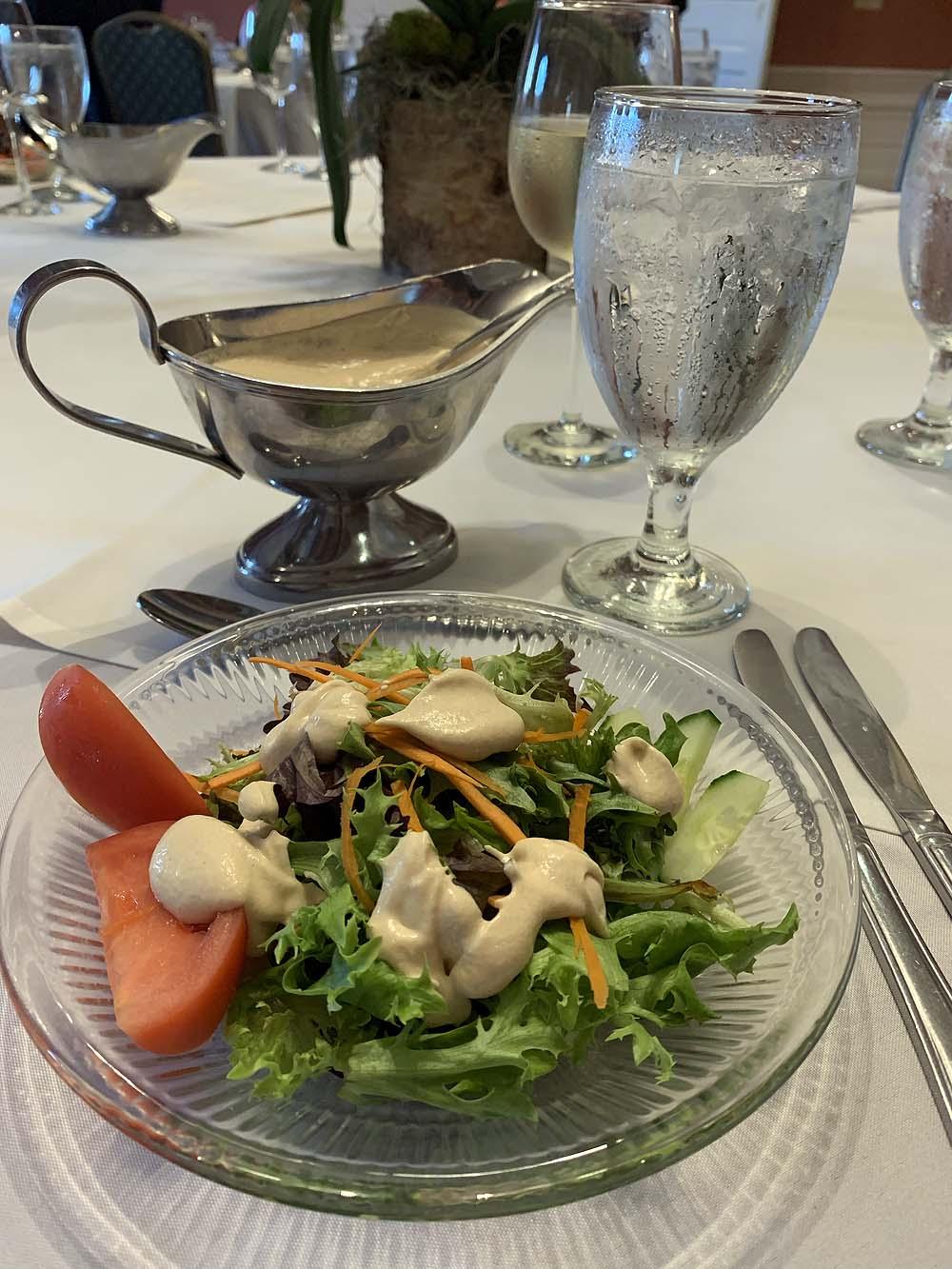 Salat mit Erdnussdressing