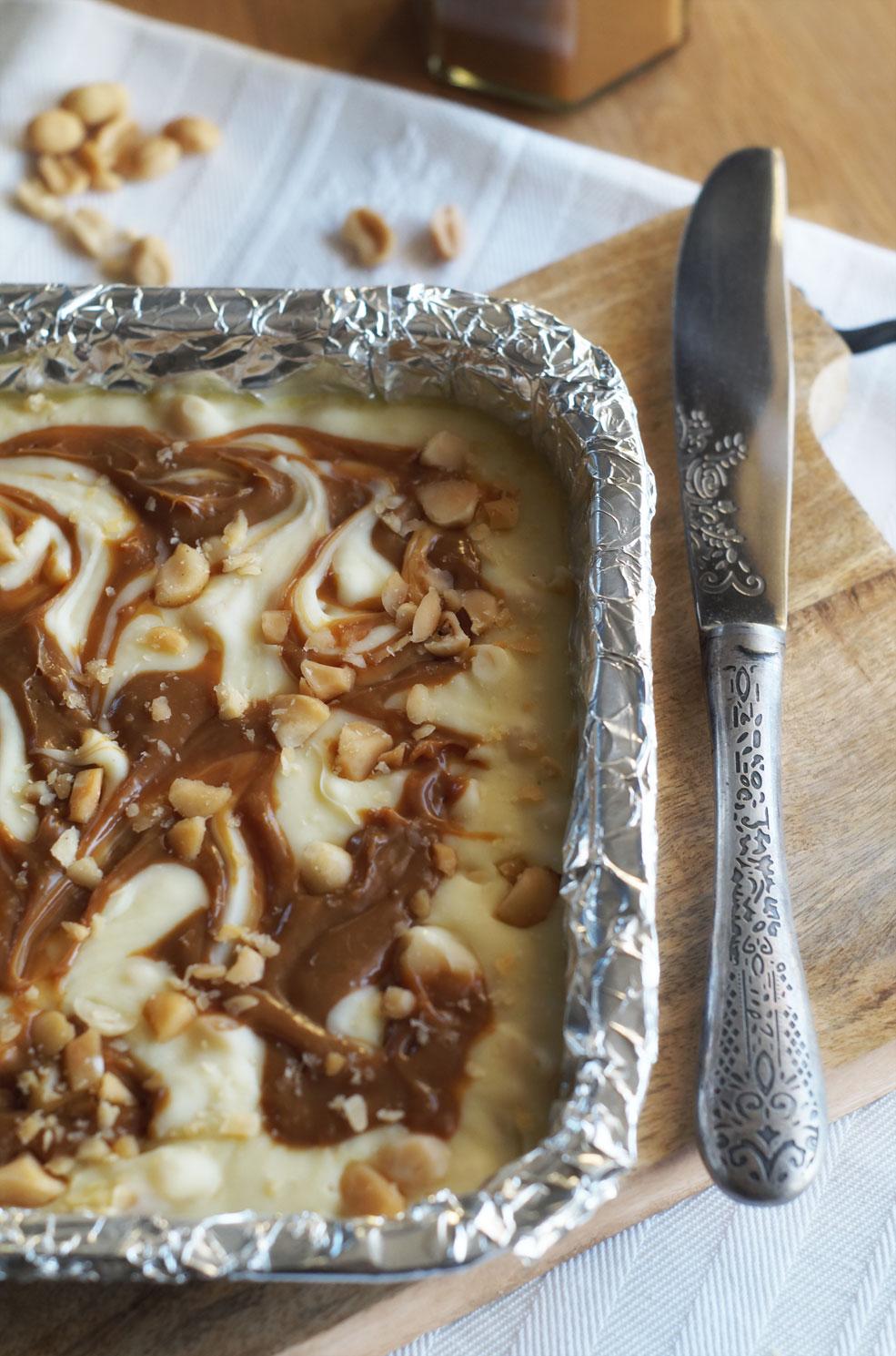 Fudge mit Macadamias und Dulce de leche